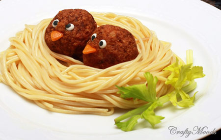 pequeocio-com-espaguetticonalbondigas